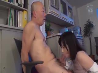 [中字]理科巨乳小姐姐的夹击