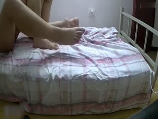 国产剧情短片 长腿肉丝秘书思妍给老总送文件 在沙发玩起那双长腿后啪啪叫着陈总不要 撸点高