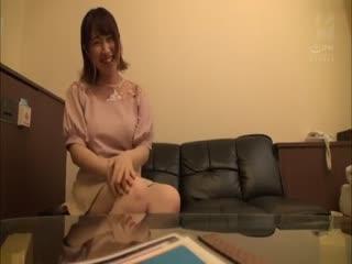 [中字]居酒屋G奶广告牌娘下海肏到中出