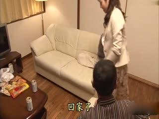 [中文]聽見睡在身旁的姐姐忍不住發出的喘息聲而也開始發情的妹妹 7