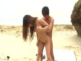日本 av 口交和他妈的是在沙滩上小唯七濑