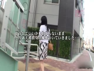 [中文]在客滿巴士上因為看到女人沒穿奶罩而勃起,結果少妻竟然幫對方吹簫還吞精