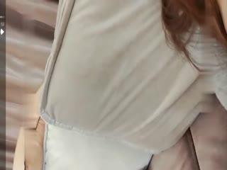 身材不错的美女自己插出白浆