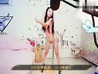 外型亮眼的艺人系主播爱妃1