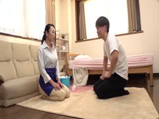 LULU-006 「おばさんのおっぱいで興奮しちゃたの?」 家事代行で働く巨乳人妻の乳首ポッチノーブラおっぱいに我慢できずに揉み倒しながらねじ込むデカチン即